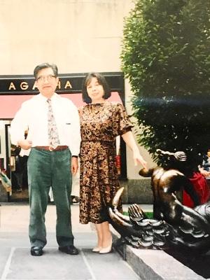 母。倒れる前年に父と共にニューヨークにて
